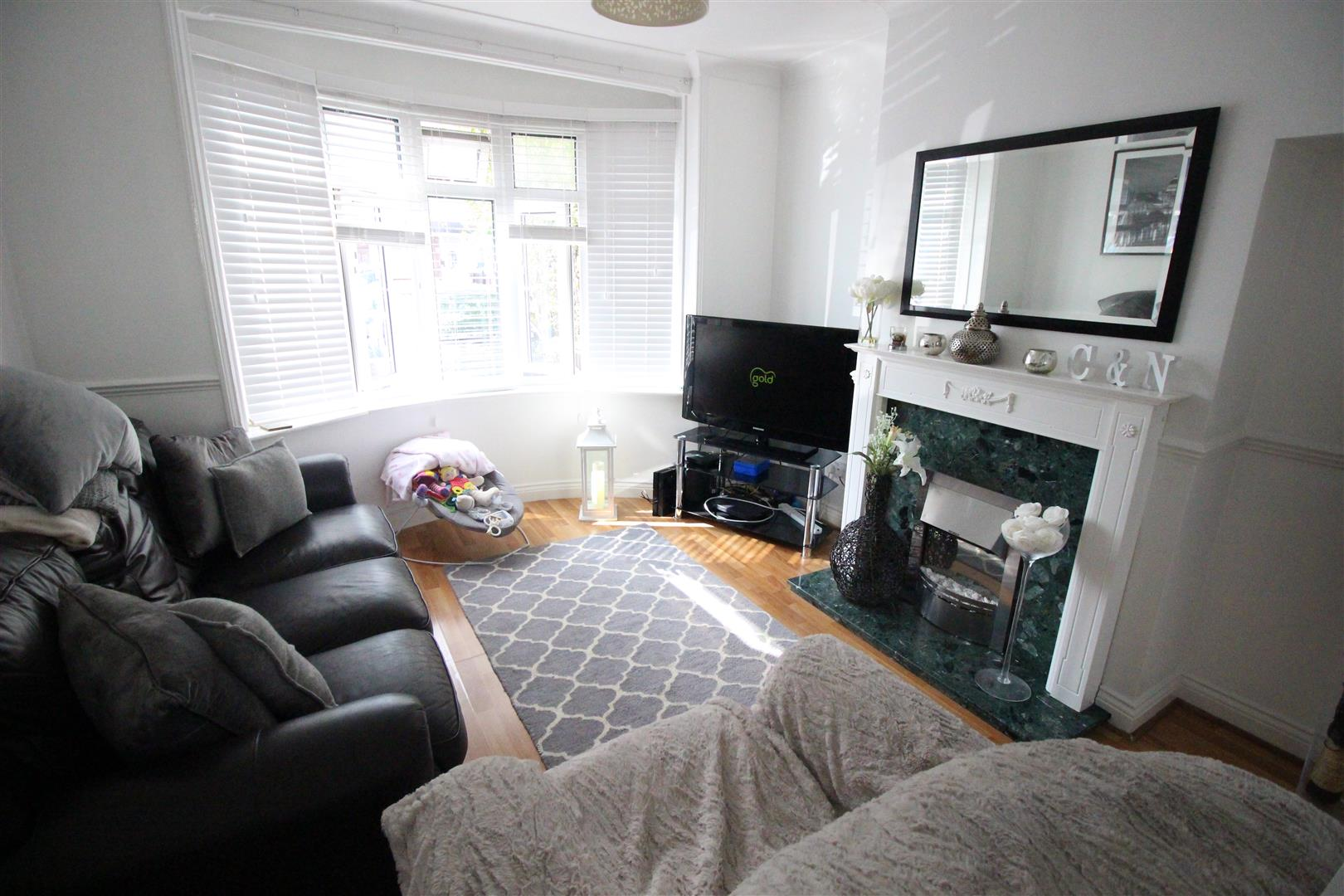 3 Bedrooms Semi Detached House for sale in Surrey Road, Swindon